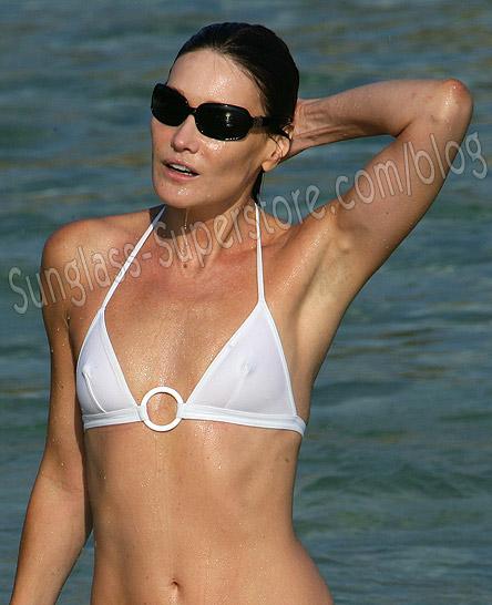 Carla_bruni_beach2